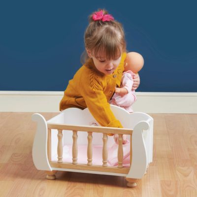 Le Toy Van Sleigh Doll Cot 4