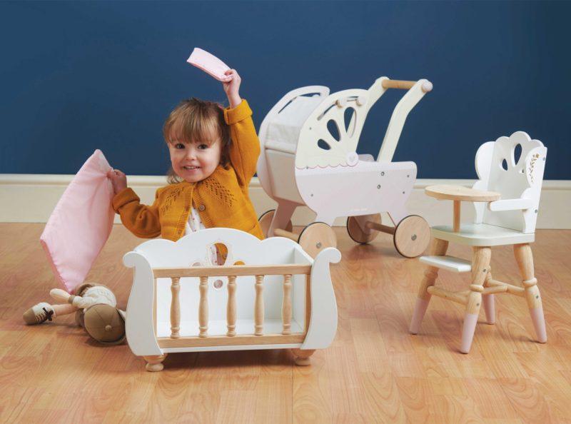 Le Toy Van Sleigh Doll Cot 6