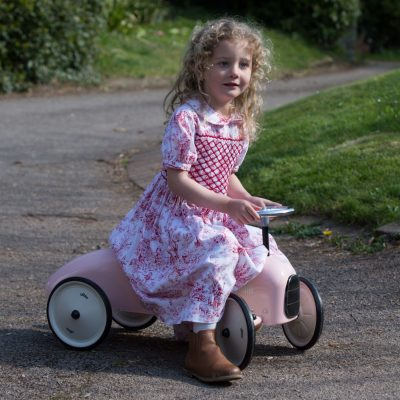 https://www.smartkidstore.com/wp-content/uploads/2021/07/Vilac-Pink-Metal-Car-2.jpg